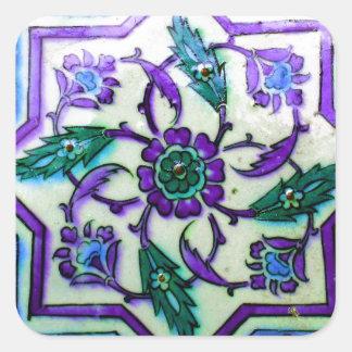 Blau und Weiß mit Andeutungen lila Iznik Fliese Quadratischer Aufkleber