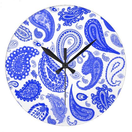 Blaue Designer-Wanduhr Paisleys durch Julie Große Wanduhr