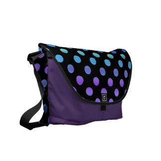 Blaue lila Punkte auf Schwarzem Kurier Tasche