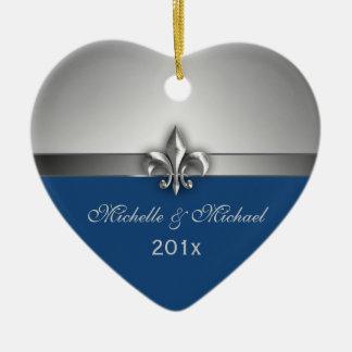 Blaue silberne Lilien-Paar-erstes Weihnachten Keramik Herz-Ornament