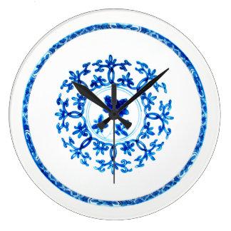 Blaue weiße Uhr
