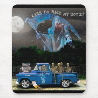 Blauer Aufnahmen-LKW und Skelett-Crew Mousepad