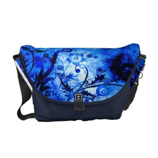 Blauer BlumenWirbel Kuriertasche