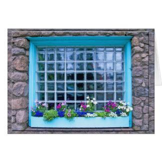 Blauer Fenster-Kasten mit Blumen-Fotografie Karte