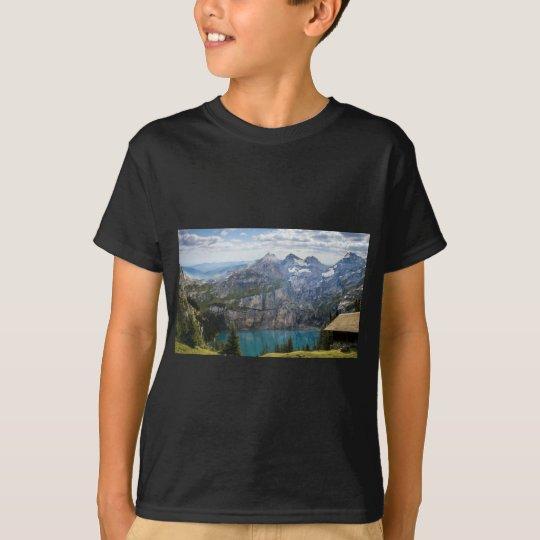 Blauer Gebirgssee oeschinen Teich in der Natur T-Shirt