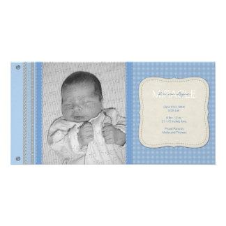 Blauer Gingham-Vintage Geburts-Mitteilung Fotokartenvorlage