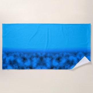 Blauer Neonnächtlicher Himmel mit Schwarzem Strandtuch