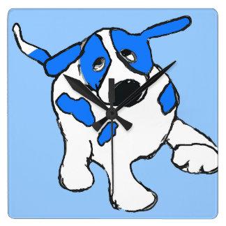 Blauer Punkt-Hund Quadratische Wanduhr