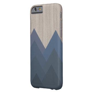 Blauer und hölzerner geometrischer Gebirgskasten Barely There iPhone 6 Hülle