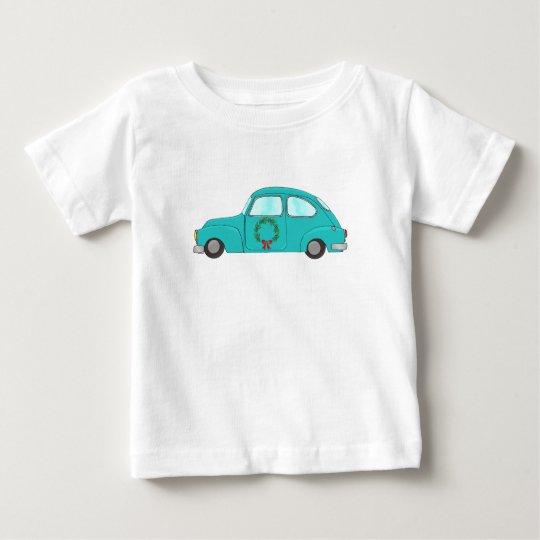 Blaues Auto mit WeihnachtsKranz Baby T-shirt