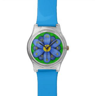 Blaues Gänseblümchen-Blume auf grünem schönem Uhr