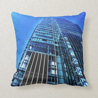 Blaues industrielles Gebäudethrow-Kissen Kissen