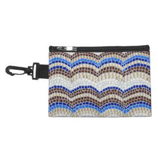 Blaues Mosaik-Klipp auf zusätzlicher Tasche