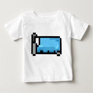 Blaues Pixel-Kunst-Bett Baby T-shirt