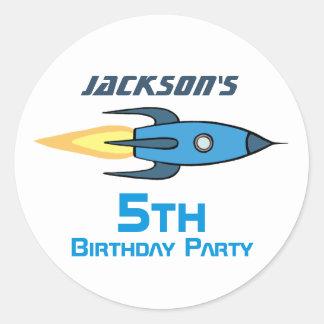 Blaues Retro Rocketship Geburtstags-Party Runder Aufkleber
