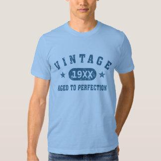 Blaues Text-Vintages gealtert zum Perfektions-T - Tshirts