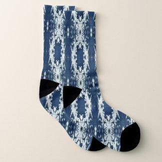 Blaues und weißes Ikat Socken