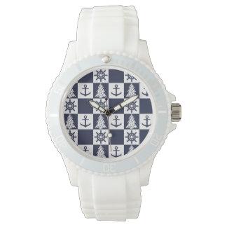 Blaues weißes nautischkariertes armbanduhr