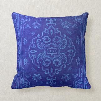 Blick des persischen Teppichs im Blau Kissen
