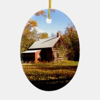 Blockhaus im Holz Ovales Keramik Ornament