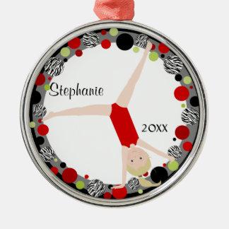 Blonder Gymnast in rotem, schwarzem u. grünem Rundes Silberfarbenes Ornament