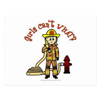 Blondes Feuerwehrmann-Mädchen Postkarten