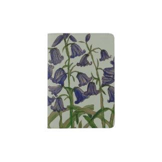Bluebell-Blumen auf Pass-Abdeckung Passhülle