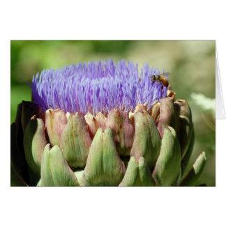 blühende Artischocke und Biene Karte