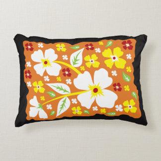 Blumen auf Orange Dekokissen