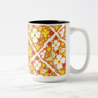 Blumen auf Orange Zweifarbige Tasse