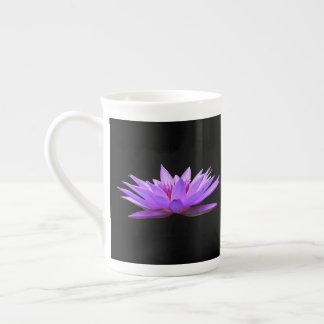 Blumen auf Schwarzem Prozellantasse