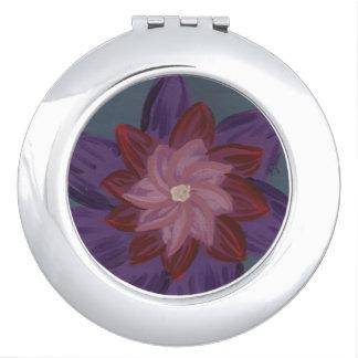 Blumen innerhalb des kompakten Spiegels der Blumen Taschenspiegel