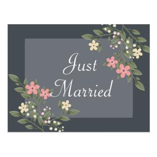 Blumengerade verheiratete rosa Blumen-graue Postkarte
