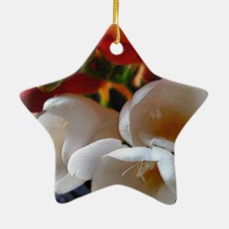 Blumenstrauß von Freesias Keramik Stern-Ornament