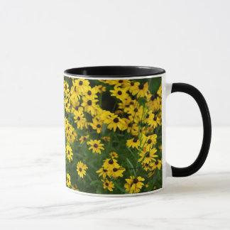 Blumenstrauß von schwarzem mit Augen Susans Tasse