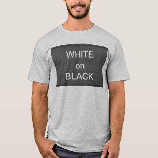 BNW kreist n-Text-Proben - Weiß auf Schwarzem ein T-Shirt