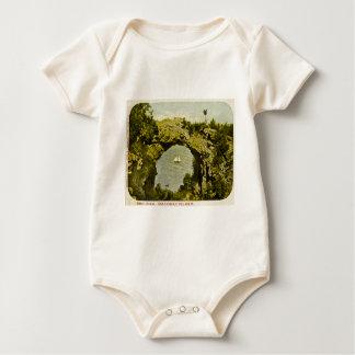 Bogen-Felsen, Mackinac Insel Vintag Baby Strampler