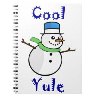 Bonhomme de neige frais de Noël dans le casquette Carnet
