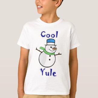 Bonhomme de neige frais de Noël dans le casquette T-shirt