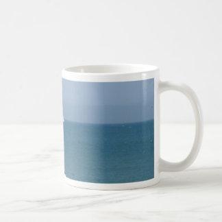 Boot am Abkommen Kaffeetasse
