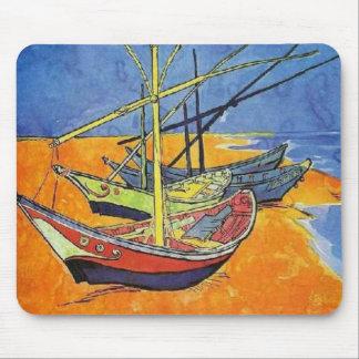 Boote auf dem Strand durch Vincent van Gogh Mousepads
