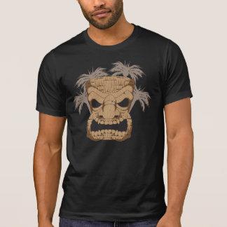 Böses Tiki, das den zerstörten T - Shirt der