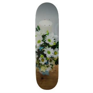 Bougie de baptême avec les fleurs blanches skateboards customisés