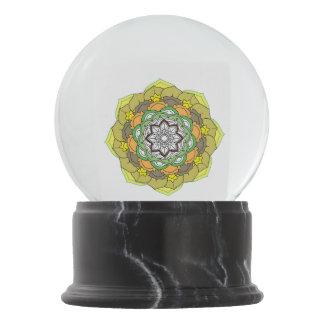 Boule À Neige Mandalas colorés pour livre de coloriage. RO