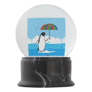 Boule À Neige Pingouin dans la conception de neige en globe de