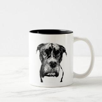 Boxer hund i svartvitt muggar