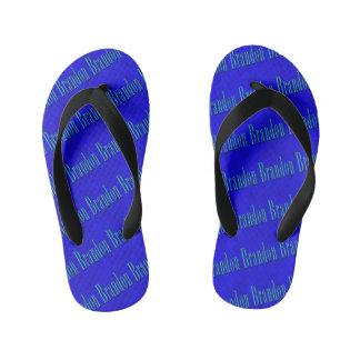 Brandon Namenslogo auf blauem Mosaik, Kinderbadesandalen