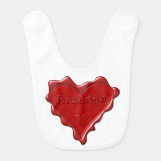 Brandon. Rotes Herzwachs-Siegel mit NamensBrandon Babylätzchen