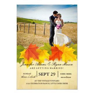 Braut und Bräutigam auf einem Feld-/Fallthema 12,7 X 17,8 Cm Einladungskarte