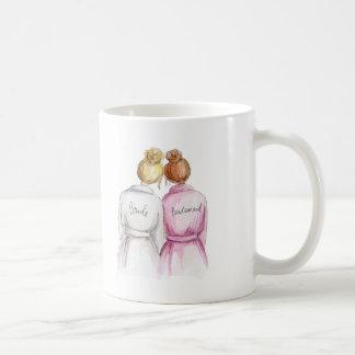 Brautjungfer? Blonde Brötchen-Braut-rotes Kaffeetasse